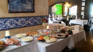 A table filled with food platters - Restaurants in Nelspruit - Shandon Lodge